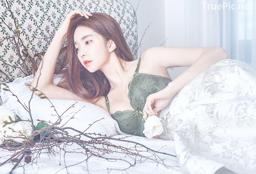 Korean beautiful model and fashion - Park Soo Yeon - Dark Green Bra Set - Picture 2