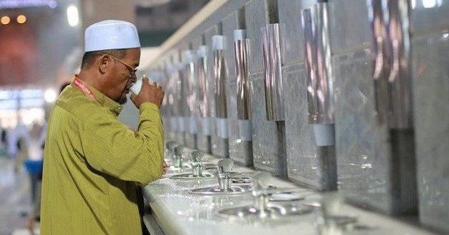 ماء زمزم المعجزة الخالدة في صحراء مكة