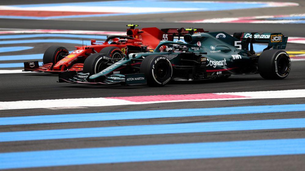 Vettel avança para Sainz