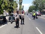 Petugas Gabungan Lakukan Operasi Yustisi Di Depan Mapolres Situbondo