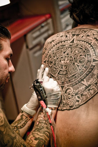 Este espetacular maia/asteca calendário de tatuagem