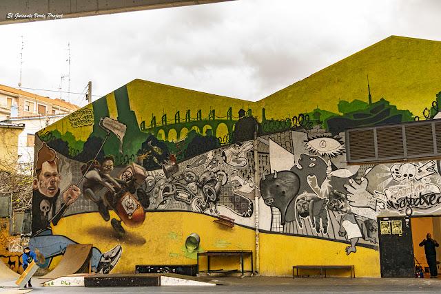 Mural (izquierdo) Gaztexe Zorroza A8 - Bilbao, por El Guisante Verde Project