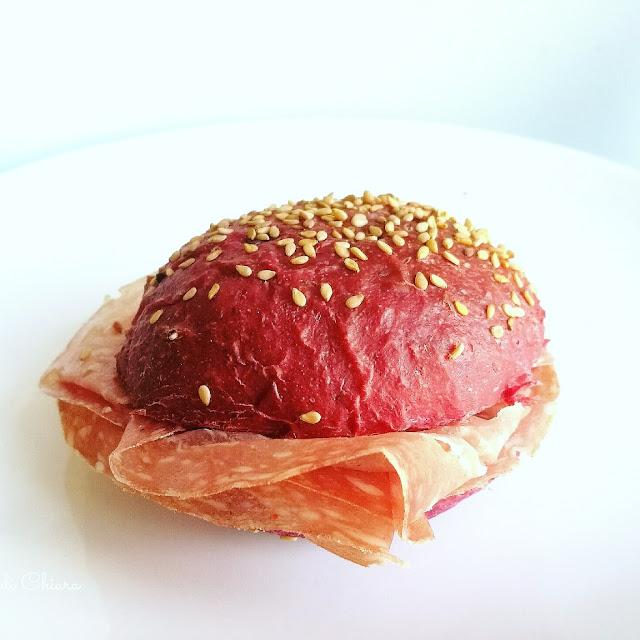 http://lamiapasticceriamoderna.blogspot.it/p/burger-buns-rosa-alla-barbabietola.html