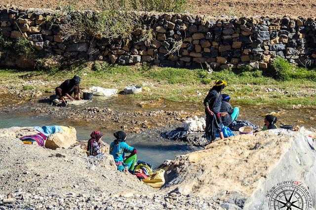lavanderas en el río