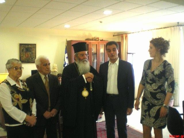 Ευχές για την ονομαστική του εορτή δέχτηκε ο Θεόδωρος Καρυπίδης – Το δώρο των μελών του συνδυασμού του (φωτογραφίες & βίντεο)