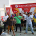 Penjualan Melebihi Target, Karyawan Dealer Joget Bareng dengan Konsumen