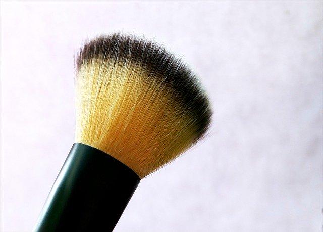 Pinceaux en poils naturels ou synthétiques ? Comment choisir ?