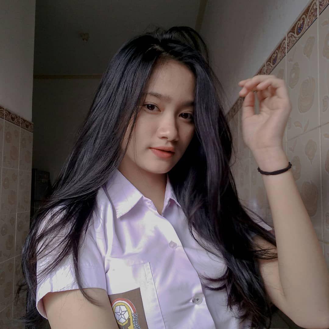 FOTO SEKSI 3 BIDADARI DI FILM POKUN ROXY - MENGGODA