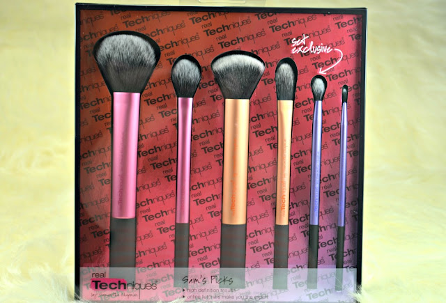 Real Techniques brush set inside the packaging showing the brushes included inside