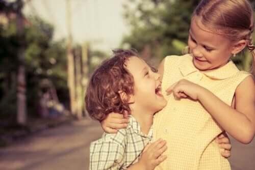 Rivalité et affection entre frères et sœurs