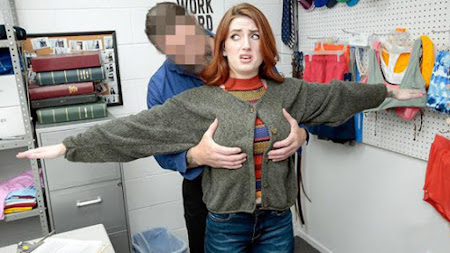 [Shoplyfter] Aria Carson (Under the Sweater / 10.07.2020)