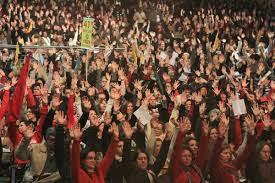 Pressores em assembleia geral decretam greve por tempo indeterminado.