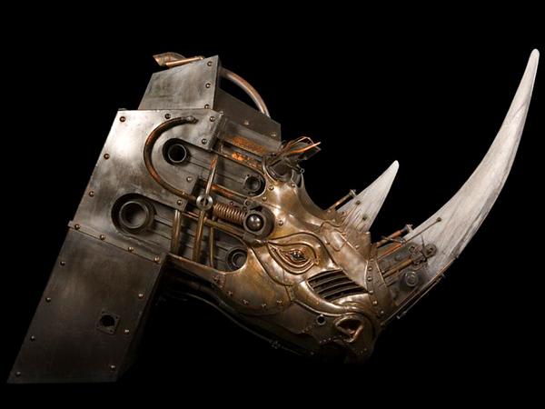 Escultura steampunk de rinoceronte