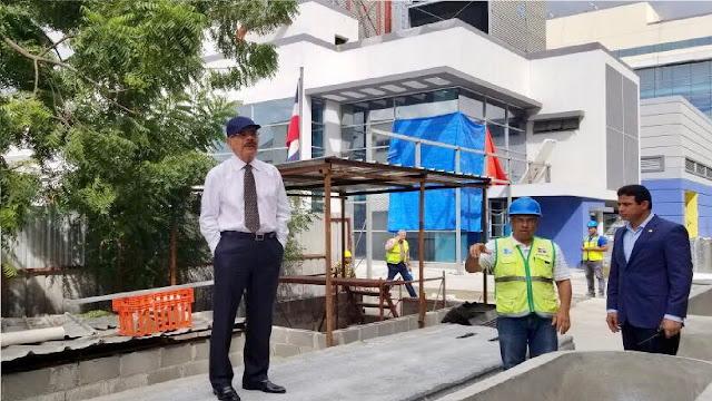 Danilo observa avances en la construcción Ciudad Sanitaria Luis Eduardo Aybar