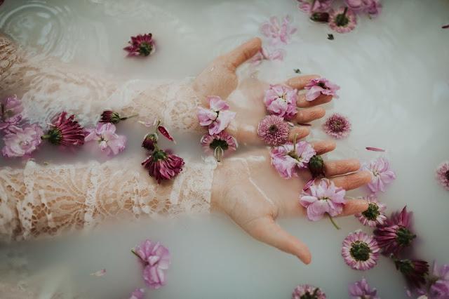 Mandi Parfum dengan Vitalis Perfumed Moisturizing Body Wash