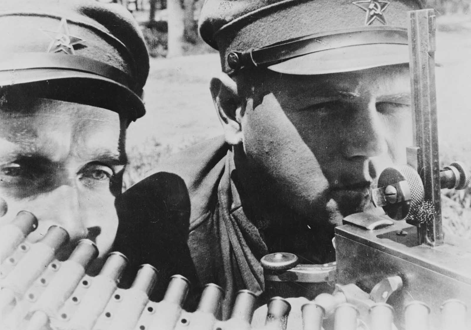 Machine gunners of the far eastern Red Army in the USSR, during the German invasion of 1941.