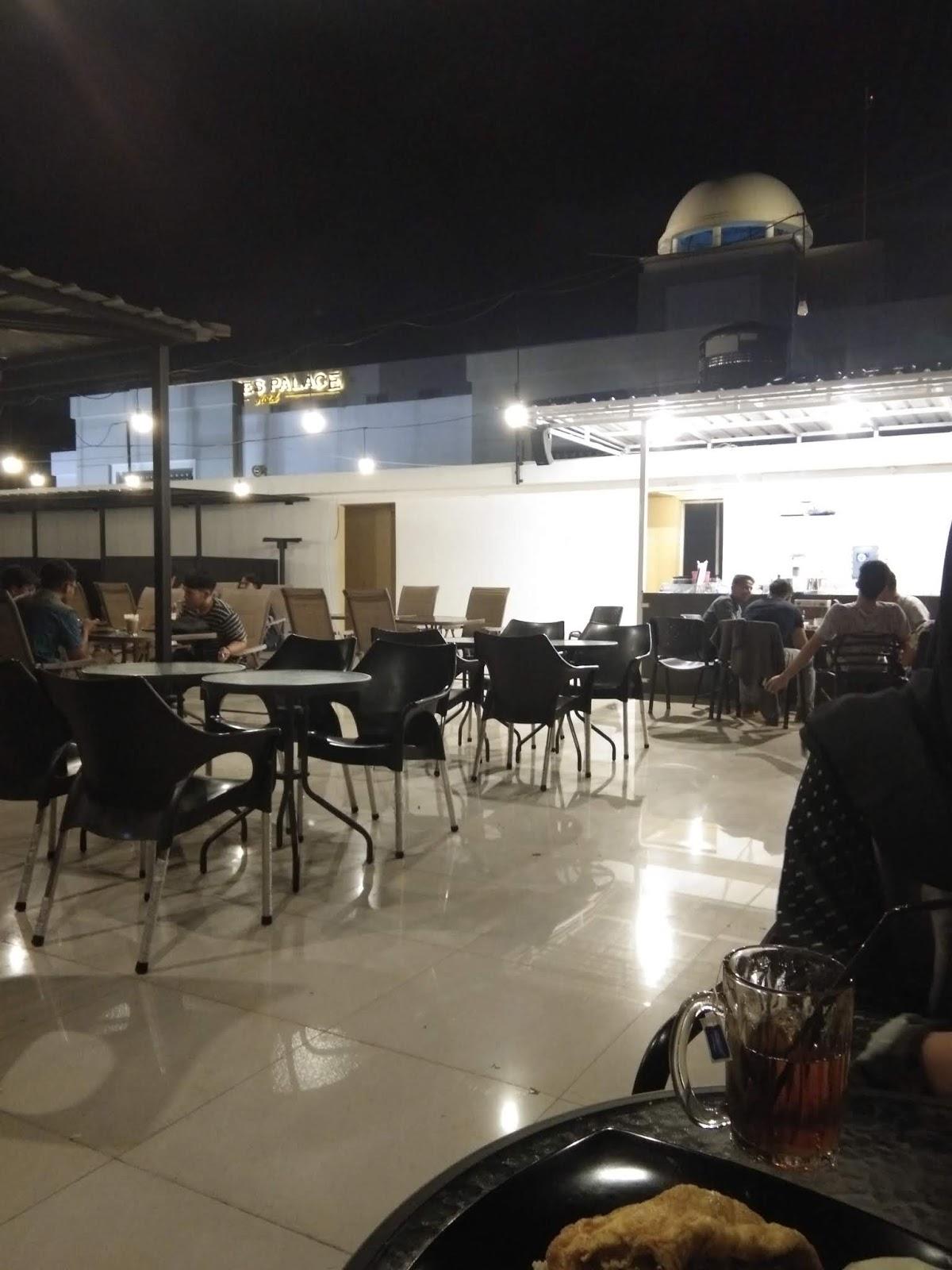 Santai Di Rooftop Cafe