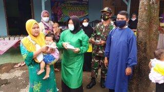 Di Masa Pandemi Covid-19, Babinsa  Pakuniran Kerja Ekstra Dampingi Posyandu