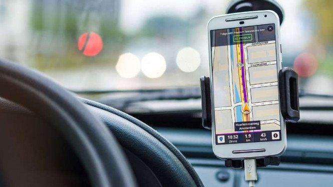 Polisi: Pakai GPS Saat Berkendara Dihukum Penjara Dua Bulan