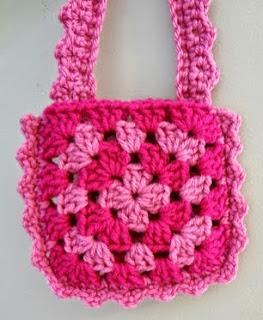 http://translate.googleusercontent.com/translate_c?depth=1&hl=es&rurl=translate.google.es&sl=en&tl=es&u=http://www.fiberfluxblog.com/2013/07/free-crochet-patternlittle-pink-purse.html&usg=ALkJrhh7fKt-68Z9ld0V-wEGvwSCBmtHPw