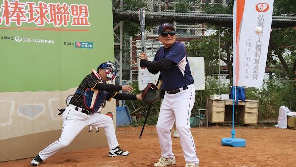 弘道攜手台灣人壽打造甲子園 不老棒球聯盟揮召熱血