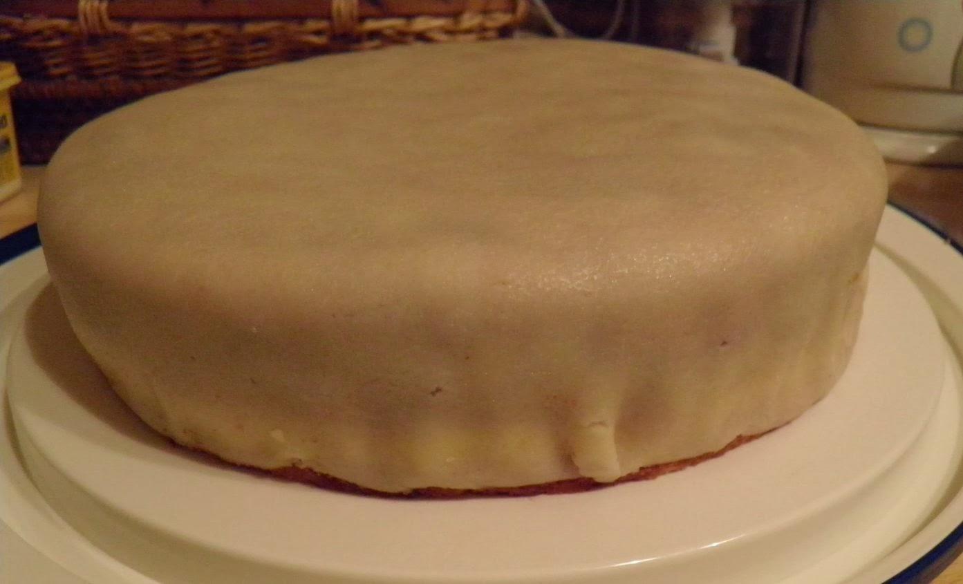 Lisacuisine: himbeer mascarpone torte mit marzipandecke