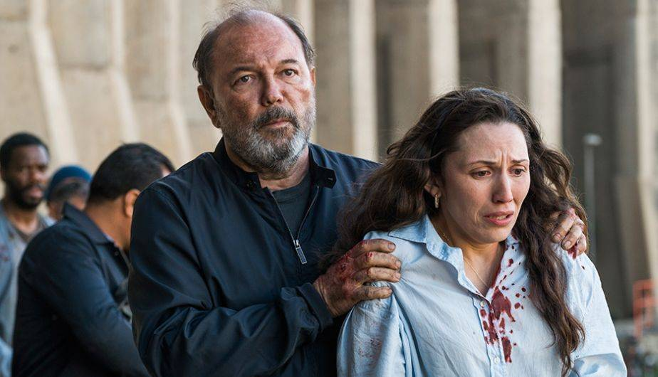 Daniel Salazar y Lola en el episodio cuatro de la tercera temporada de Fear The Walking Dead