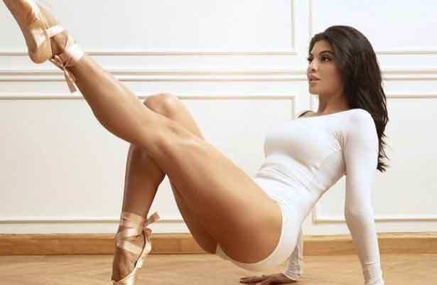 jacqueline-fernandez-looks-super-sexy-in-the-avatar