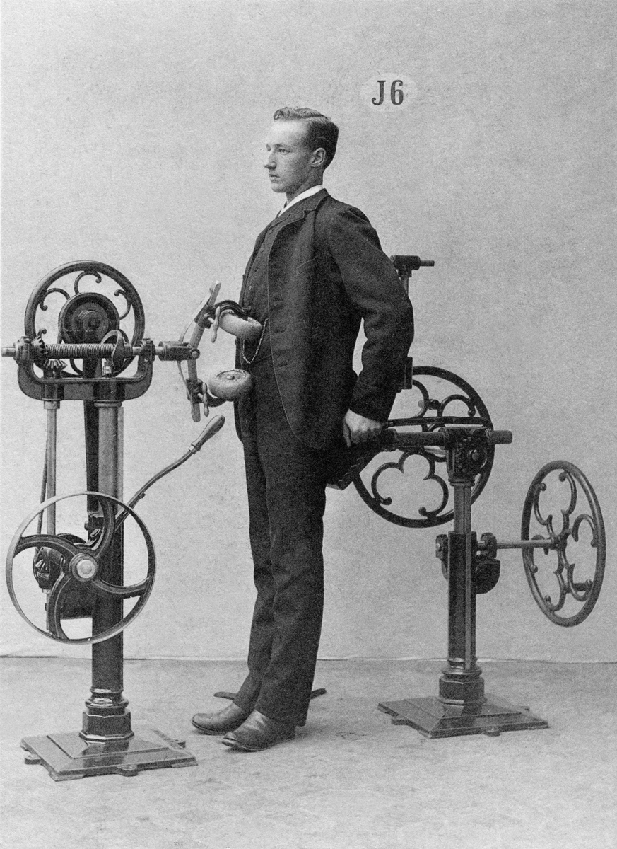 """21 Fascinating Photos That Show The """"World's First Fitness"""