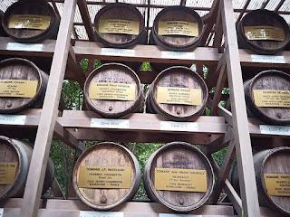 奉献されたワイン樽