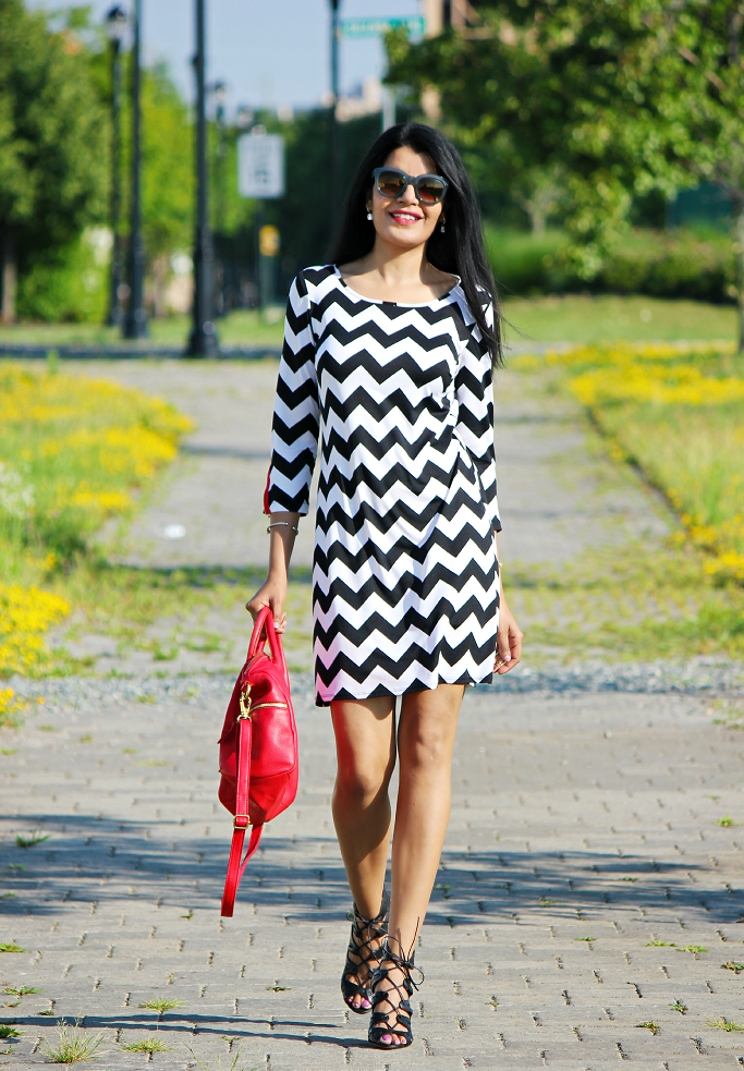 Chevron Stripe Dress, Black And White Outfits, Summer Outfit Ideas, Chevron Stripes, Fossil Erin Satchel