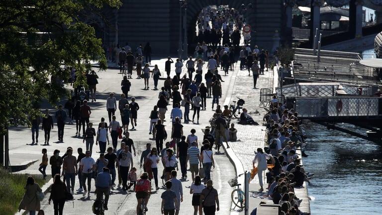 فرنسا-تسجل-قفزة-كبيرة-وحادة-للوفيات-اليومية-بفيروس-كورونا