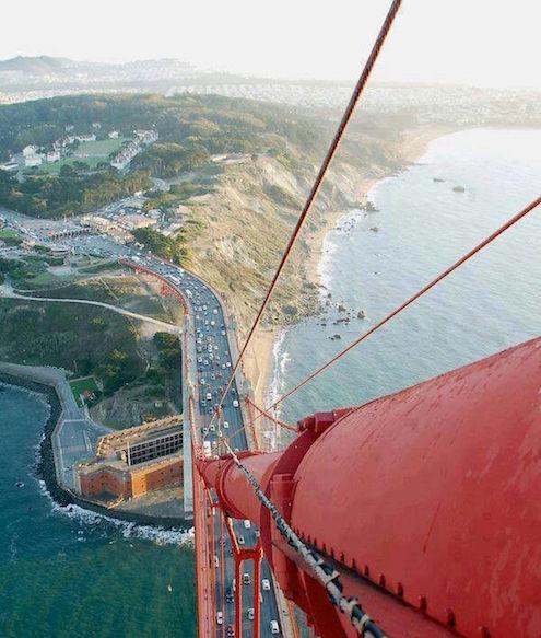 Espectacular vista picado desde lo alto de una de las torres del famoso Golden Gate Bridge