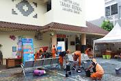 Antisipasi Virus Covid-19, Personel PPSU Berjibaku Bersihkan Ruang Kantor Kelurahan Tanah Sereal