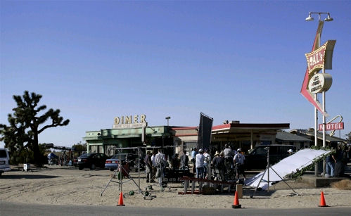 the oc season 4 behind the scenes als gas station
