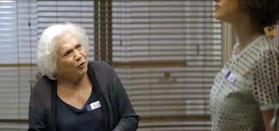 Gladys (Nathalia Timberg) fica em choque com a revelação do caso do filho com a enteada