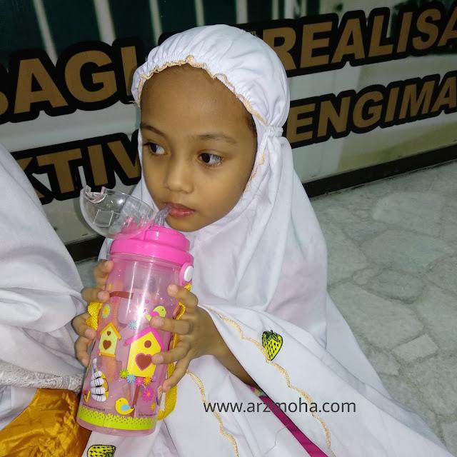 moreh di bulan puasa, kids, botol air kanak-kanak, pengalaman cik puteri berpuasa di bulan ramadhan, kanak-kanak ke solat terawih, pengalaman dan cabaran berpuasa untuk kanak-kanak,