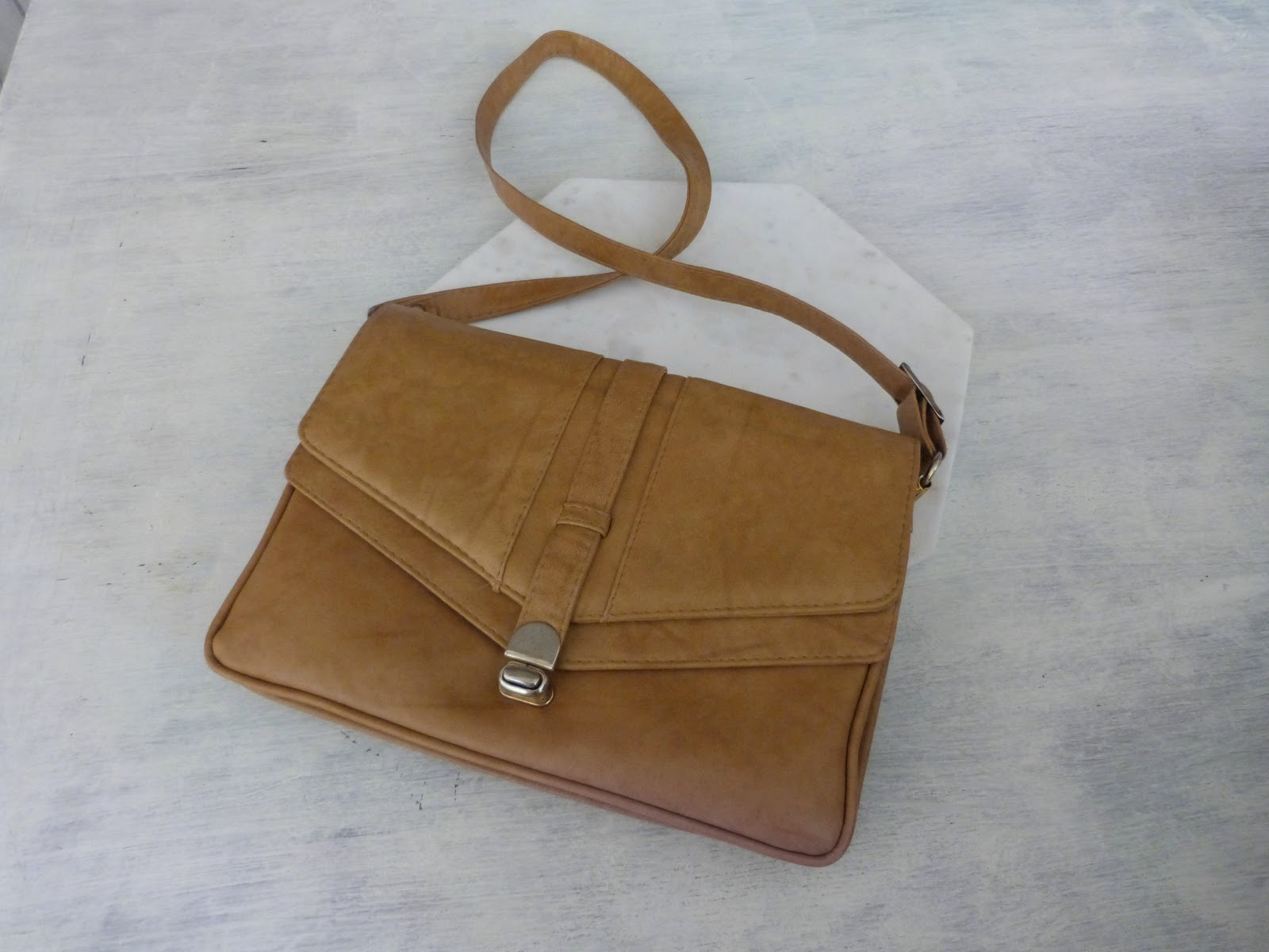 Thrift shopping guide: leather bags