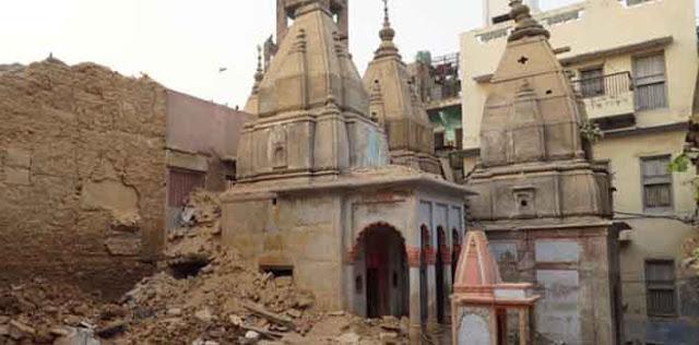 काशी में टूट रहे मकानों से निकले मंदिर