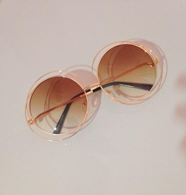 Gente mais um queridinho para minha coleção. Lindo óculos redondo. Dourado  aramado com lente marrom! Chloé Inspired. Bem grandão e estiloso! 90253b9486