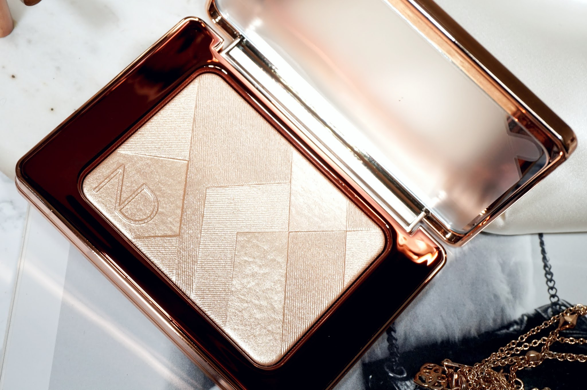 Natasha Denona I Need A Nude Glow Highlighter Review and Swatches