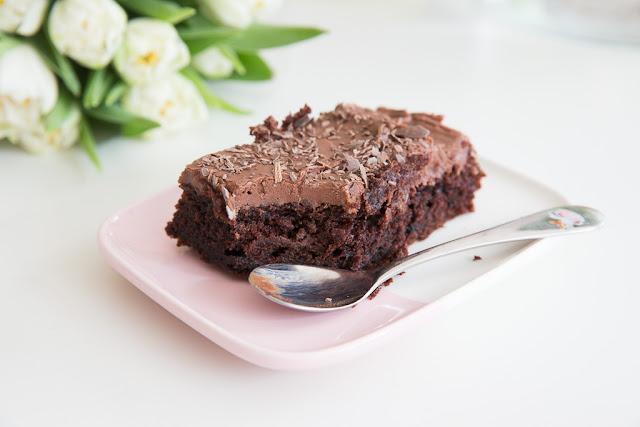 suklaapiirakka jossa on käytetty jämäjuurta