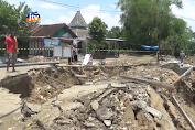 Jalan Antar Kecamatan Longsor, Mobil Tak Bisa Melintas
