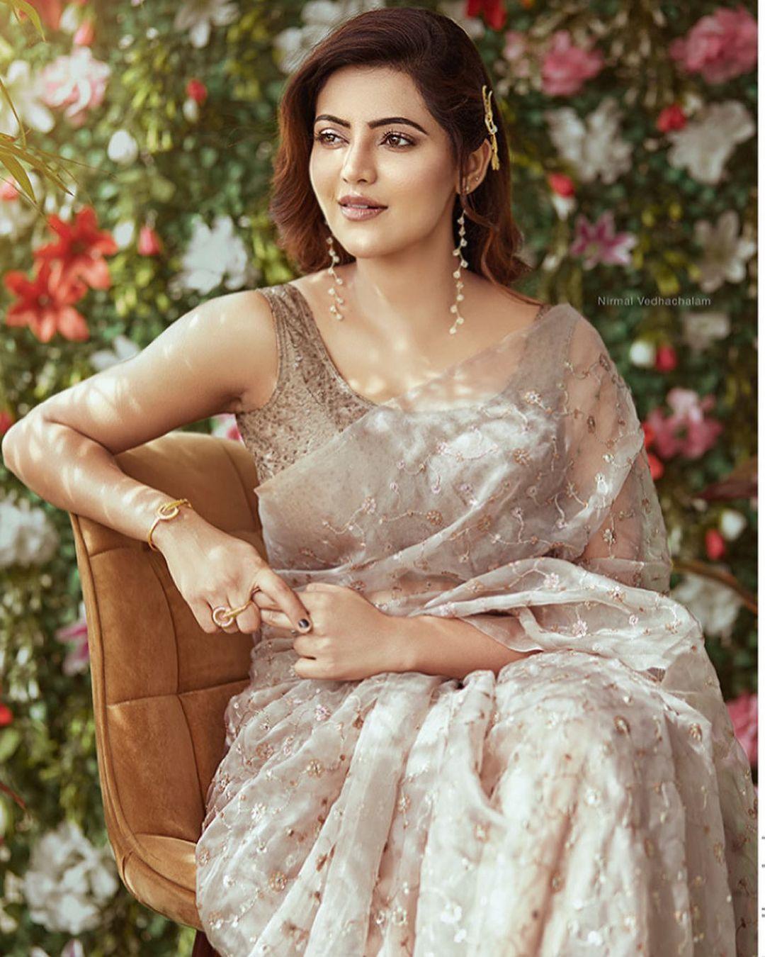 athulya ravi latest images