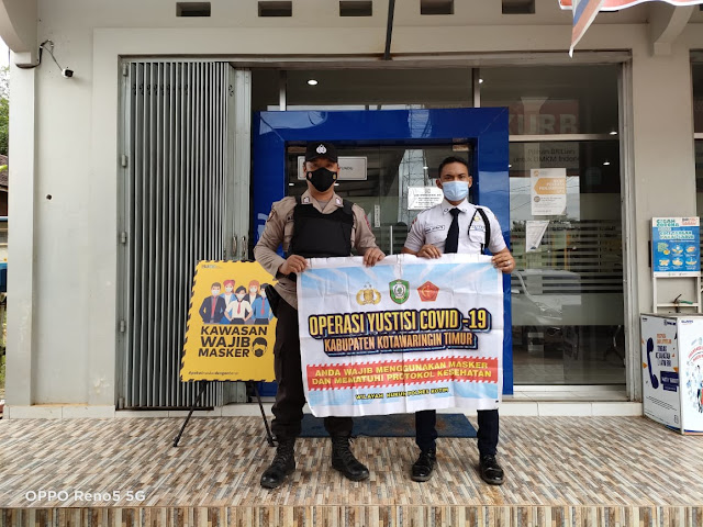 Personel Polsek Cempaga Hulu Ingatkan Prokes Perbankan