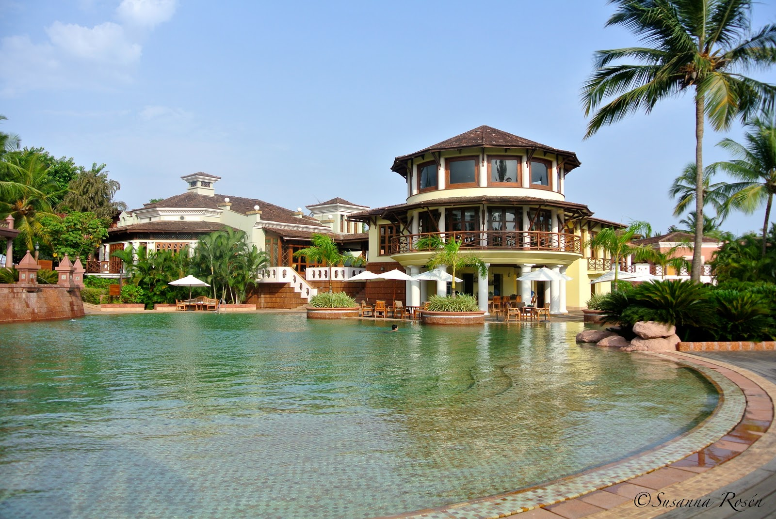 Pics For > Big Nice Houses With A Pool