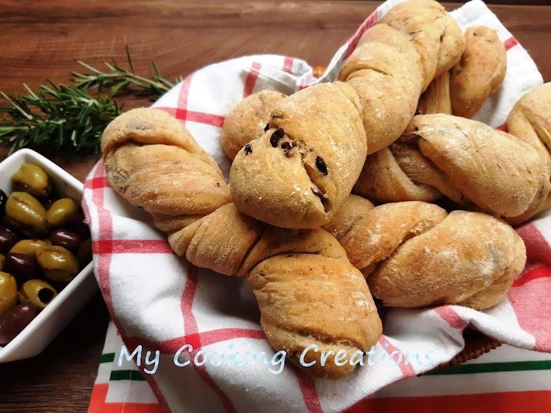 Усукани питки с маслини * Treccine di semola con le olive
