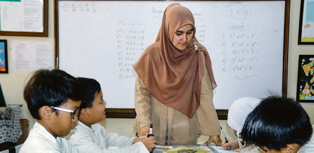 Menjadi Guru Favorit Yang Disukai Siswa Tidak Mudah, Ini 10 Tips Untuk Kamu (Guru)
