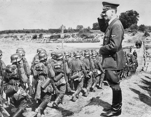 Resultado de imagen para Fotos: Varsovia, sitiada, se rinde a las tropas alemanas