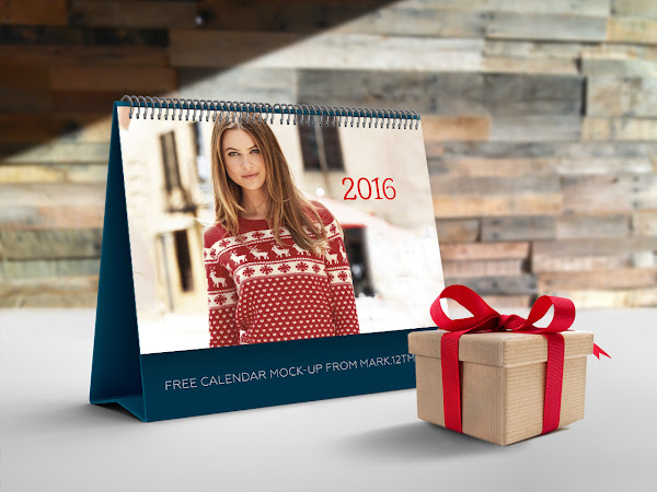 Download Calendar Mock-up PSD Free